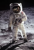 buzz_aldrin_on_moon_small_cropped